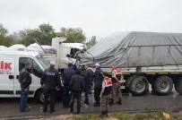 LASTİK TAMİRCİSİ - Patlayan Lastiği Değiştirirken Çarpan Kamyon Öldürdü