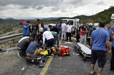 Tatil Yolunda Kaza Açıklaması 2 Ölü, 3 Yaralı