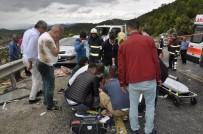 KALP MASAJI - Tatil Yolunda Kaza Geçirdiler Açıklaması 2 Ölü, 3 Yaralı