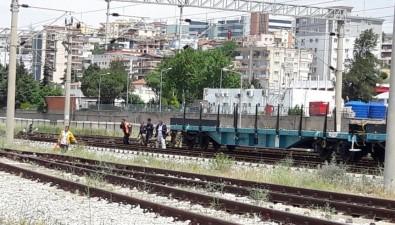 Vagonun Üzerine Çıkan Çocuk Elektrik Akımına Kapıldı