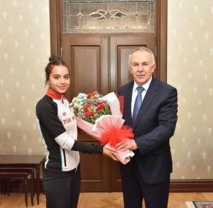 Vali Ata'dan Genç Milli Sporculara Tebrik