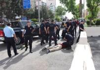 Valilik Önünde Bıçaklı Kavga Açıklaması 7 Gözaltı