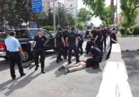 Valilik Önünde İki Grup Arasında Bıçaklı Kavga Açıklaması 7 Gözaltı