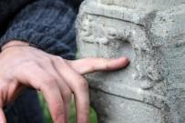 MEZAR TAŞI - 400 Yıllık Mezar Taşlarında Kurşun İzleri