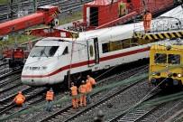 YÜKSEK HıZLı TREN - Almanya'da Hızlı Tren Raydan Çıktı