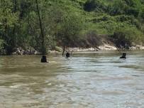 SAKARYA NEHRI - Sakarya Nehrine Düşen Genci Arama Çalışmaları 6'Incı Gününde De Devam Ediyor