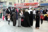 BANKAMATIK - Suriyeliler 100 TL'lık Kartı Almak İçin Uzun Kuyruklar Oluşturdu