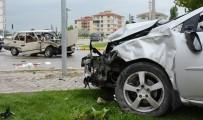 Aksaray'da Otomobiller Çarpıştı Açıklaması 2 Ağır Yaralı