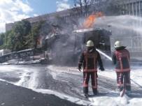 ANKARA ADLİYESİ - Ankara Adliyesi Önünde Doğalgaz Patlaması