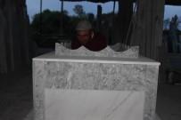 KAÇıŞ - Bu Da Mezar Sergisi