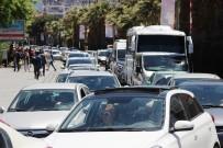 ŞEHİTLİKLER - Çanakkale'de Tatilci Yoğunluğu Devam Ediyor