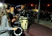 GENÇLİK KONSERİ - Çeşme'de Gençlik Konseri Coşkusu