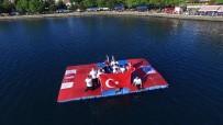 VOLEYBOL TAKIMI - Deniz Üzerinde Voleybol Maçı