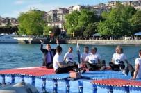 VOLEYBOL TAKIMI - Engelliler Denizin Ortasında Voleybol Maçı Yaptı