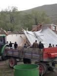 Erzurum'un Horasan İlçesinde Şiddetli Fırtına Evleri Yıktı