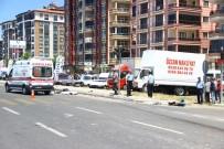 Mıcır Kamyonu Motosiklet Sürücüsüne Çarptı Açıklaması 1 Ölü
