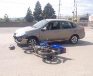 KULLAR - Otomobil İle Motosiklet Çarpıştı Açıklaması 1 Yaralı