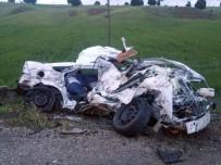 Otomobil Kağıt Gibi Ezildi Açıklaması 3 Ölü, 1 Yaralı
