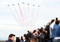 TÜRK YILDIZLARI - Türk Yıldızları Ve SOLOTÜRK'ten Nefes Kesen Gösteri