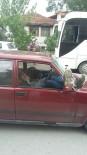 Yolun Ortasında Direksiyon Başında Sızan Sürücü Trafiği Kilitledi