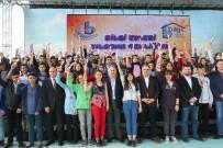 METRO İSTASYONU - Bağcılar Belediyesi Bilgi Evi Öğrencilerinden Yılsonu Şenliği