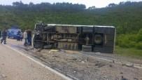 Bursa'da Midibüs İle Otomobil Çarpıştı Açıklaması Ölü Ve Yaralılar Var