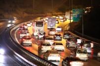TRAFİK YOĞUNLUĞU - İstanbul'a Geri Dönüş Trafiği TEM'de Devam Ediyor