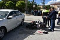 İLK MÜDAHALE - Kastamonu'da Motosiklet İle Otomobil Çarpıştı Açıklaması 2 Yaralı