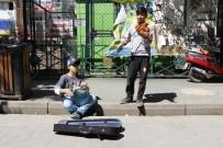 Minik Müzisyenlerin Vatandaşlarla Düeti