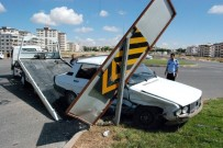 KONUKLU - Çarptığı Otomobildeki Yaralılara İlk Müdahaleyi Kendisi Yaptı