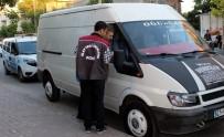 KURUSIKI TABANCA - Polisin 'Dur' İkazına Uymayan Araçtan Silah, Bıçak Ve Balta Çıktı