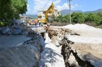ŞEBEKE HATTI - Alanya Oba'da Kanalizasyon Seferberliği