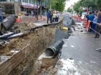 İŞ MAKİNESİ - Bağçılar'daki Doğalgaz Patlamasında Alevler Metrelerce Havaya Yükseldi