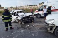 TİCARİ ARAÇ - Didim'de Araçlar Kafa Kafaya Çarpıştı