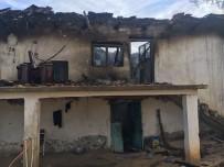 Elektrik Kontağından Çıkan Yangın İki Katlı Evi Küle Çevirdi