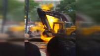 İŞ MAKİNESİ - İstanbul'da korkutan patlama