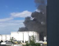 YANGINA MÜDAHALE - İstanbul'da Organize Sanayi Bölgesinde Yangın
