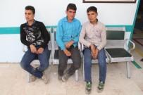 MEHMETÇIK - Kaçak Şahıslara Mehmetçik Şefkati