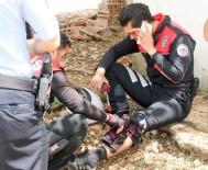 İLK MÜDAHALE - Kamyonetle Çarpışan İki Yunus Polisi Yaralandı