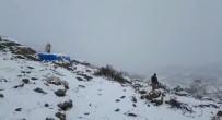 KAR YAĞıŞı - Mehmetçik  32 Gündür KATO Dağında Zor Şartlar Altında Teröristlerle Mücadele Veriyor