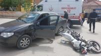 HÜRRİYET MAHALLESİ - Motosiklet İle Otomobil Çarpıştı; 1 Yaralı