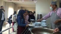 ÜNİVERSİTE SINAVLARI - Müdür Bozyel'den Öğrencilere Sürpriz Karşılama
