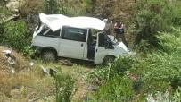 TAŞERON FİRMA - Nazilli'de İşçi Servisi Köprüden Uçtu Açıklaması 9 Yaralı