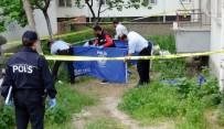 OLAY YERİ İNCELEME - Oturduğu Apartmanın Bahçesinde Ölü Bulundu