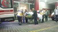 YENIKENT - Sakarya'da Otomobil Kamyona Çarptı Açıklaması 2 Yaralı