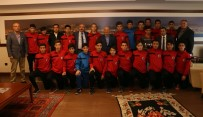 KARTAL BELEDİYESİ - Şampiyon Kartal Belediyesporlular'dan Başkan Altınok Öz'e Ziyaret