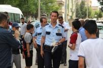 VEYSEL KARANI - Şanlıurfa'da Akraba Kavgası Açıklaması 3 Yaralı