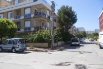 MARKET - Antalya'da Köpeğini Gezdiren Adamı Vurarak Öldürdü