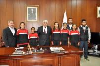 BAYRAK YARIŞI - Başkan Şimşek Başarılı Sporcuları Ödüllendirdi