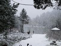 KAR KALINLIĞI - Gümüşhane'nin Yüksek Kesimlerine Lapa Lapa Kar Yağdı